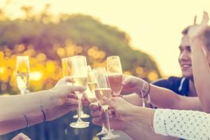"""""""Schaumwein"""" ist der Oberbegriff für alle schäumenden Weine."""