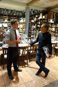Alex und Gerhard beim Weinphilosophieren.